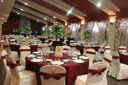 Montaje para banquetes en Antigua fábrica de cerámica Cervantes