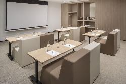 normal_63MeliaSevilla-Meetings_Flexi_Set_Up.jpg