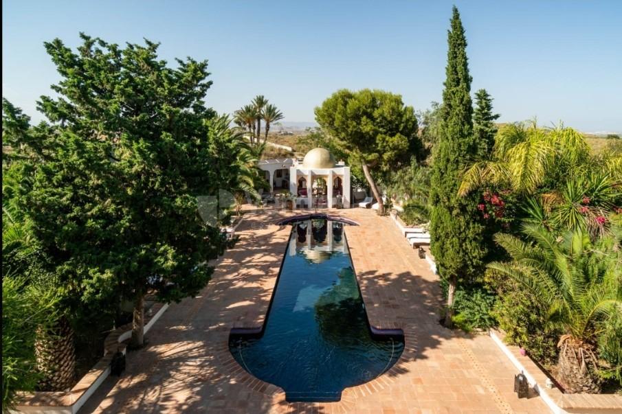 Big pool en La Finca Paradiso