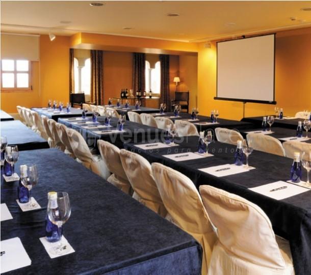 Montaje conferencia en El Jaral de Mónico