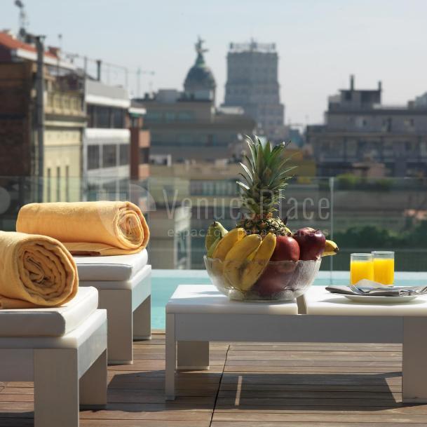 Piscina en Hotel Condes de Barcelona****