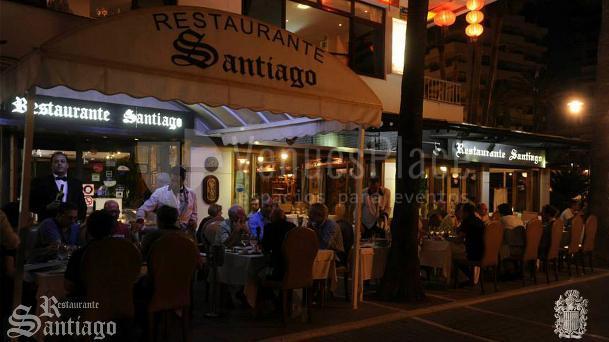 Vista Entrada y terraza del Restaurante Santiago eventos familiares y de empresa