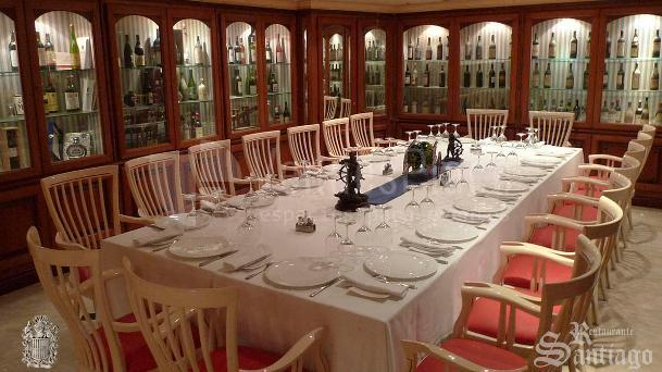 Montaje mesa imperial eventos de empresa y familiares en el  Restaurante Santiago