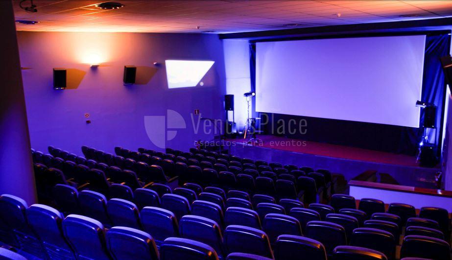 Espacios espectaculares para tu evento de emprrsa en Cine de la Prensa de Madrid