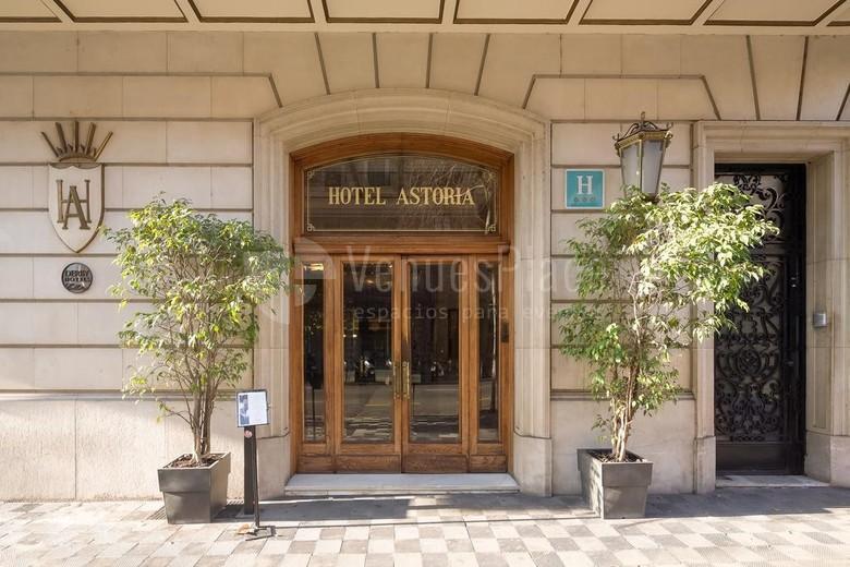 Entrada del Hotel Astoria
