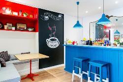 Espacio interior en La Pisicine Café