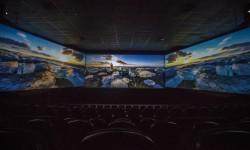 Sala Screen X con tres pantallas para una inmersión única