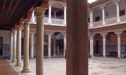 Clautro en Palacio Antonio de Mendoza