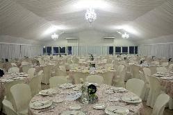 Salón acristalado montaje en banquete