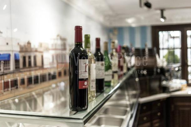 Degustación de vinos en la Cervecería Bajo de Guía