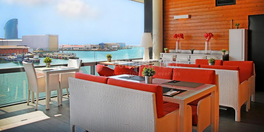 restaurante mirando al mar