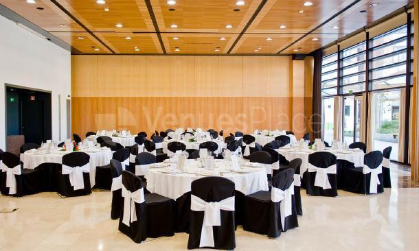 Amplias salas sin columnas en Hotel Alimara