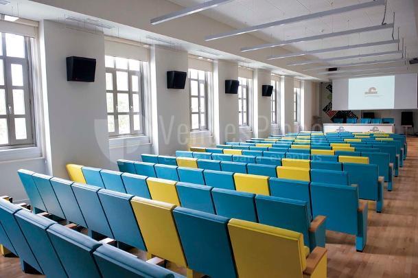 Auditorio con audiovisuales integrados de Casa Árabe