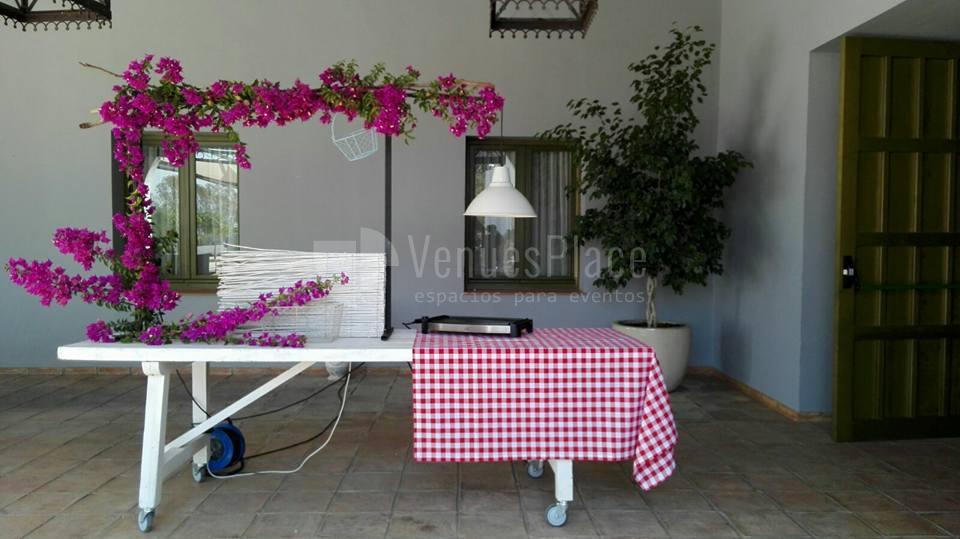 Montaje puesto para cocktail en Hacienda La Biznaga