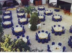 big-es-patio-con-mesas-1.jpg