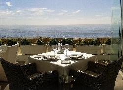 Mesa con vistas Besaya Beach