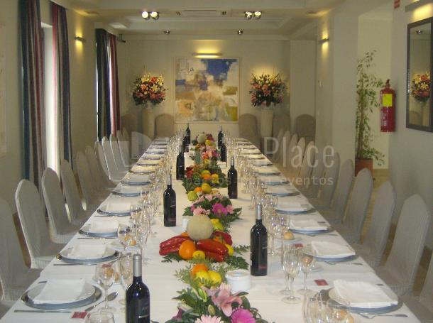 Montaje mesa imperial para eventos privados o empresa en Restaurante Pando Cuna