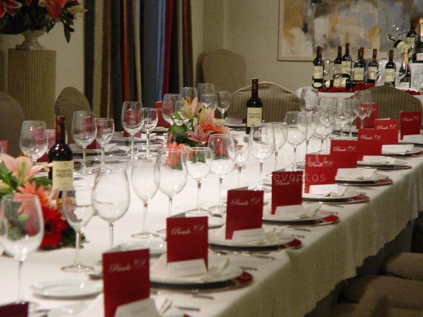 Montaje mesa imperial, eventos de empresa y familiares en Restaurante Pando Cuna