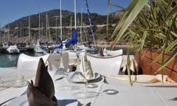 Mesa con vistas al Port Ginesta