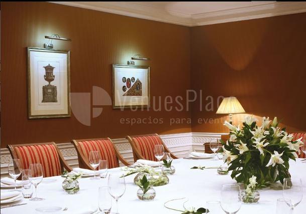 Montaje de evento de empresa en un salón reservado en el Hotel Eurostars Palacio Buenavista Toledo