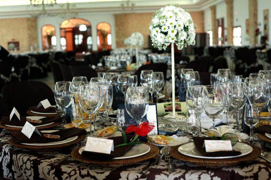 Montaje banquete en  CATERING MARIA ANTONIA