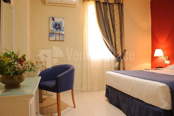 Habitación con cama de matrimonio  Hotel Dunas Puerto