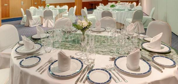 Montaje banquete de bodas en el Hotel TRYP Indalo Almería