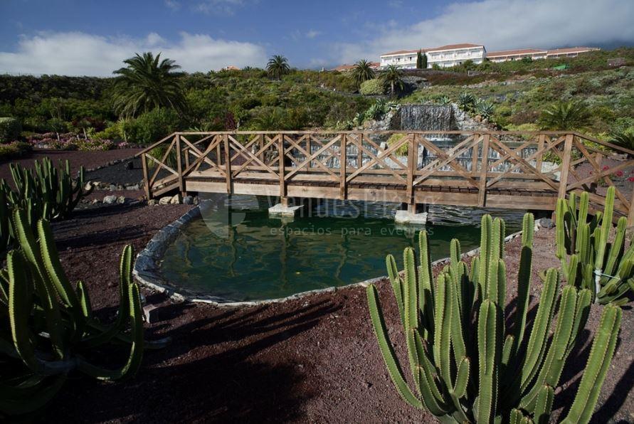 Amplios jardines en Parador de La Palma
