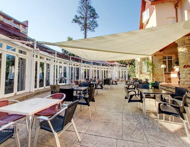 Disfruta de nuestra terraza en Hotel Harrison Etxea