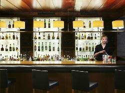 Interior 2 disfruta de los cocteles de nuestro bar en Hotel Derby 4*