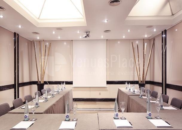 Salas para eventos de empresa en Hotel Derby 4*