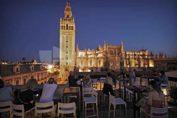 Tocando el cielo desde las terrazas de sevilla venuesplace - Terraza hotel eme ...