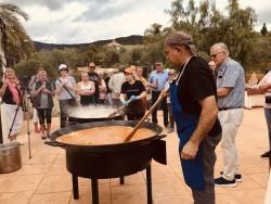 Actividades turísticas.. Show cooking paella a la leña