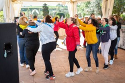 Incentivando...  Juegos y bailes para integrar equipos