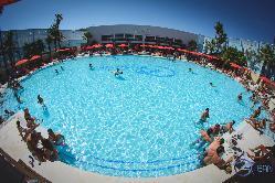 800m2 de piscina para disfrutar en su fiesta en Occo Ocean Sevilla