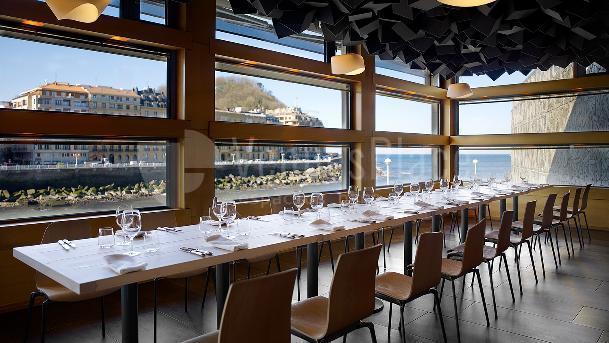 Tu cena o comida con vistas al mar en el Palacio de Congresos Kursaal