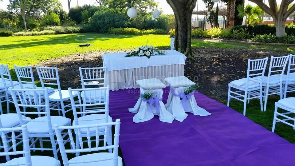 Montaje para una boda civil al aire libre en Real Club de Sevilla Golf (Catering ACS)