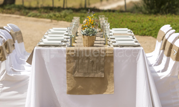 Montaje mesa celebración Finca San Agustín