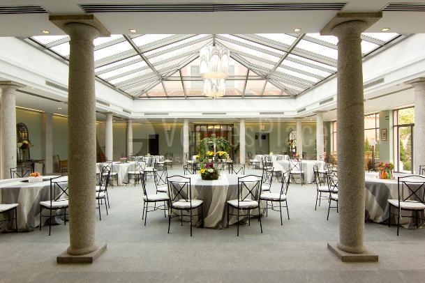 Salón acristalado, salón para eventos de empresa, cenas de gala en Fuente Tena