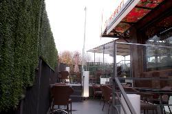 Terraza interior de La Novena Pub