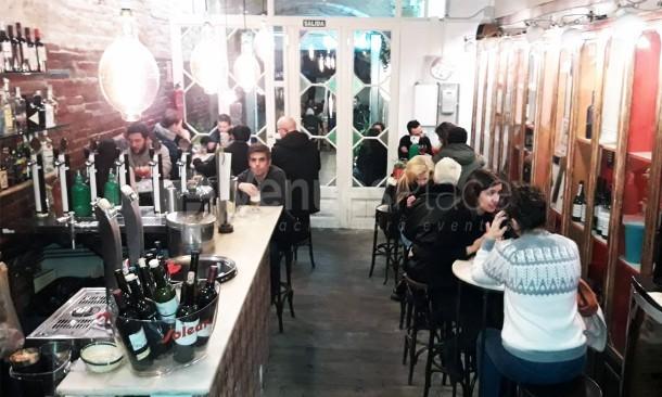 La Rubia de noche, Zona Bar