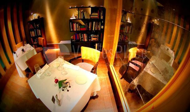 Espacios con distintos ambientes en el Restaurante La Fábula