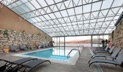 Piscina interior con vistas en Parador de Lorca