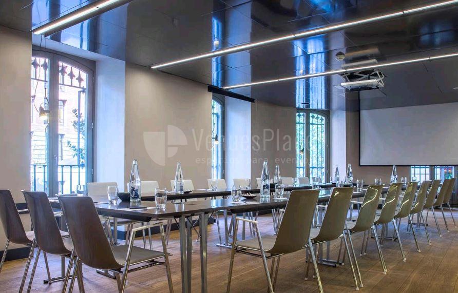 Montaje para reuniones en Radisson Blu Hotel Madrid Prado