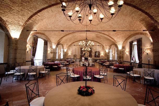 Amplios salones para la celebración de tu evento en Pabellón de Caza