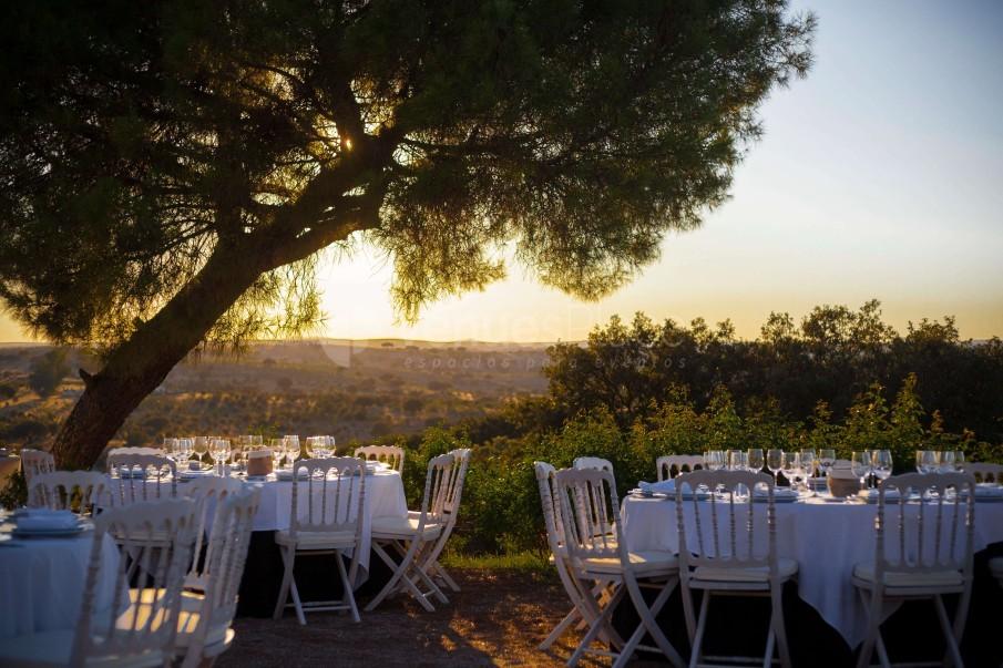 Mesas en el jardín Palacio Santa Cristina