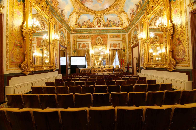 Salón de actos del Palacio de Santoña