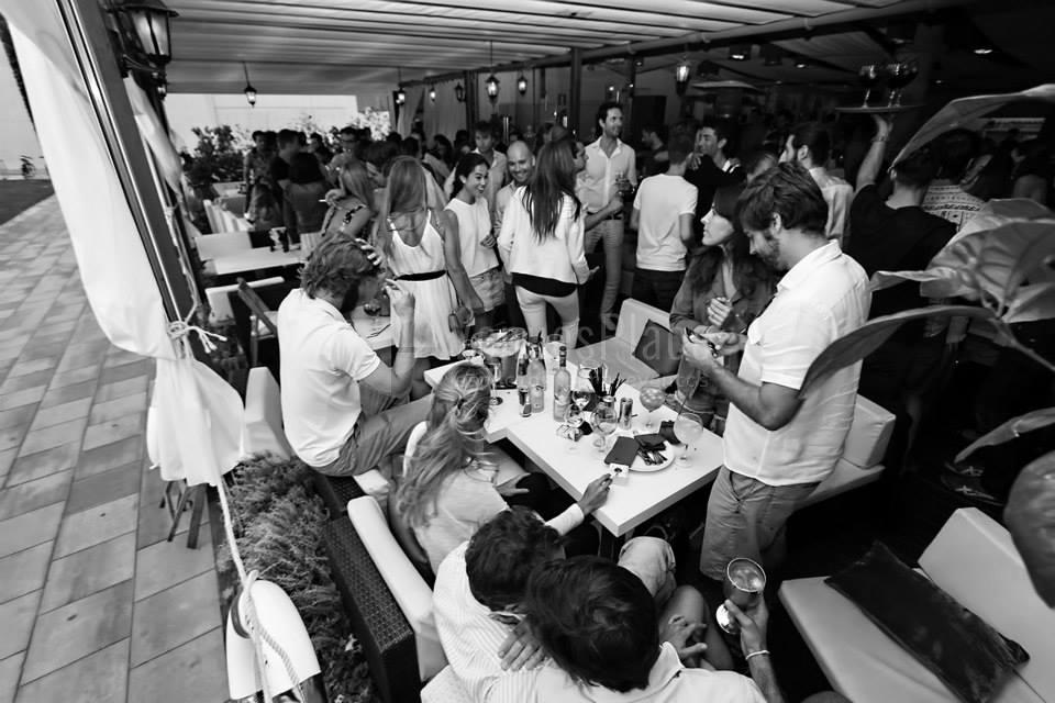 Comidas y cenas con amigos y família en Mamarosa Beach