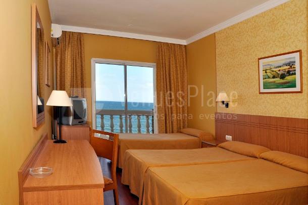 Hotel Santa Rosa. Habitaciones para sus invitados con terraza y vistas al mar