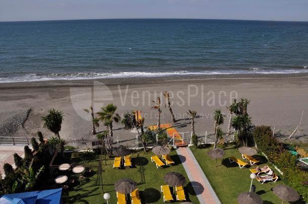 Hotel Santa Rosa situado a pie de playa, organice su eventos al aire libre.